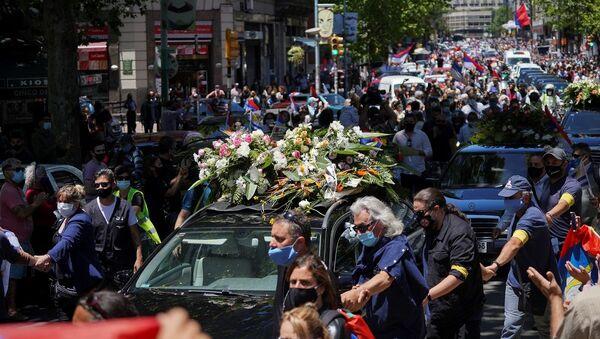 Cientos de personas acompañan el cortejo fúnebre del expresidente uruguayo Tabaré Vázquez - Sputnik Mundo