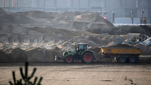 El sitio de construcción de la 'gigafábrica' de Tesla en Gruenheide, cerca de Berlín, Alemania - Sputnik Mundo