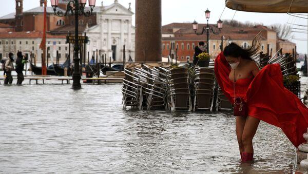 Protestas, Venecia inundada y monolitos: las fotos más llamativas que nos deja la semana - Sputnik Mundo