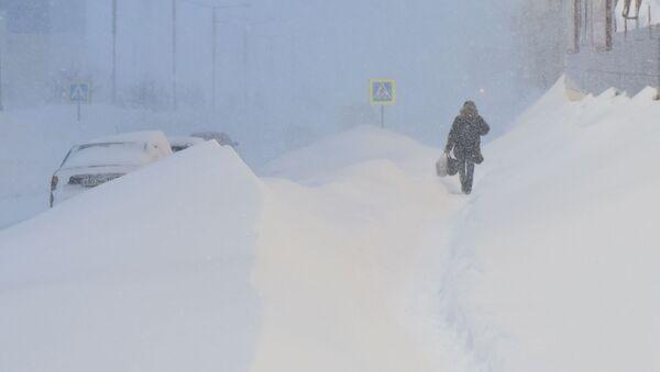 Tormenta de nieve en Norilsk, Rusia - Sputnik Mundo