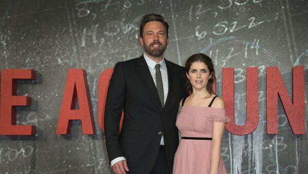 Ben Affleck y Anna Kendrick en la première de 'El Contable' en Londres - Sputnik Mundo