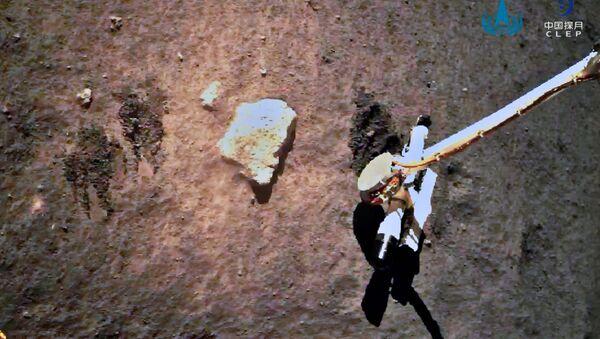 La sonda espacial Chang'e-5 de China recolecta muestras lunares - Sputnik Mundo