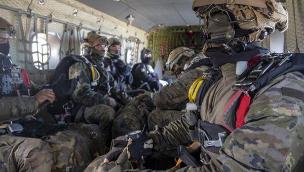 Varios miembros de la brigada paracaidista del ejército español en una imagen de 2020 - Sputnik Mundo