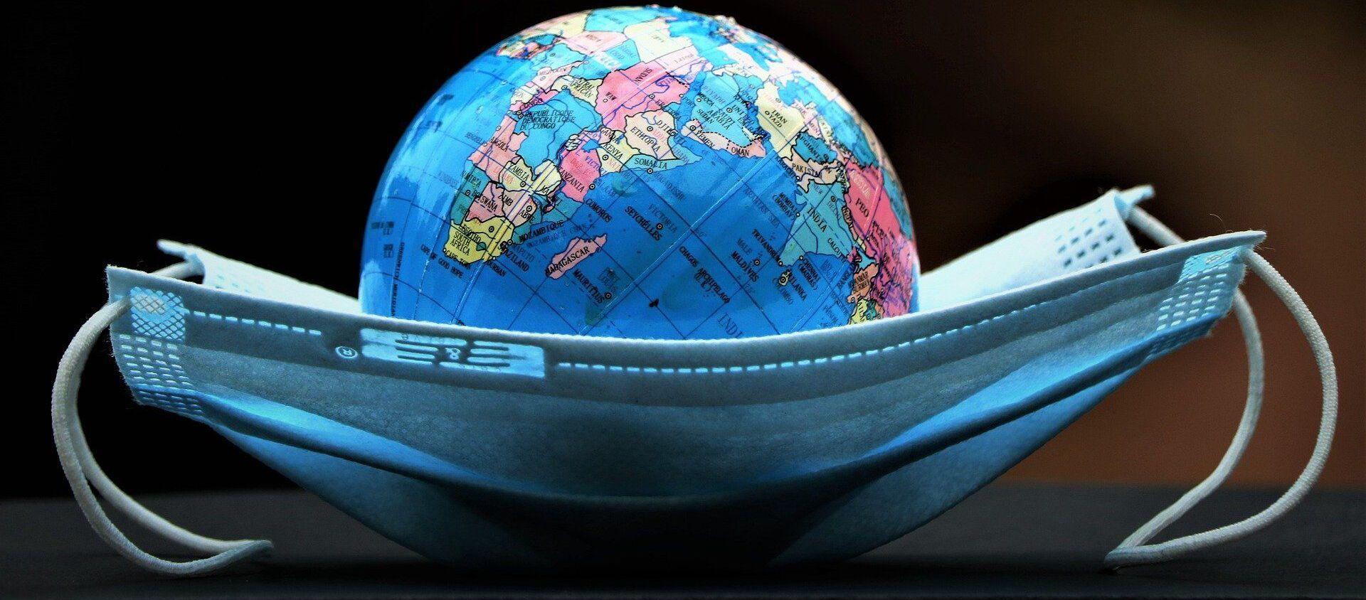 Un globo terráqueo dentro de una mascarilla - Sputnik Mundo, 1920, 20.01.2021