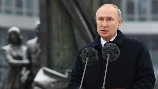 Vladímir Putin durante su visita a la sede del Servicio de Inteligencia ruso SVR - Sputnik Mundo