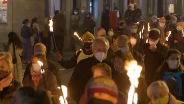 Marcha de antorchas en Barcelona por la libertad de los líderes independentistas presos - Sputnik Mundo