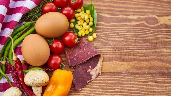 Carne, huevo y verduras - Sputnik Mundo