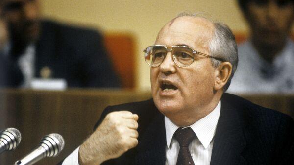 El presidente de la URSS, Mijaíl Gorbachov, pronuncia un discurso - Sputnik Mundo
