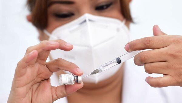 Vacuna anti-COVID de Pfizer - Sputnik Mundo