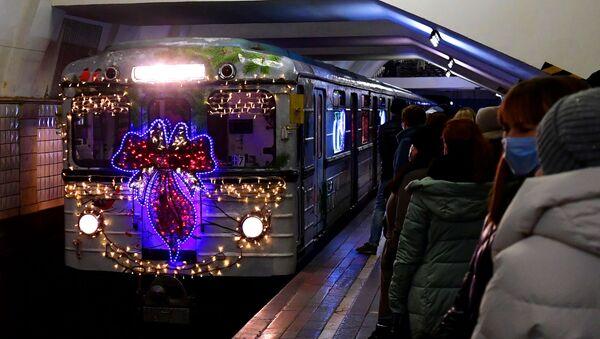 El metro de Moscú durante las fiestas de fin de año - Sputnik Mundo