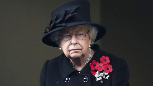 La reina Isabel II durante la ceremonia del Día del Recuerdo 2020 - Sputnik Mundo