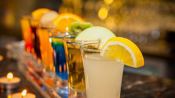 Unos 'shots' de alcohol (imagen referencial) - Sputnik Mundo