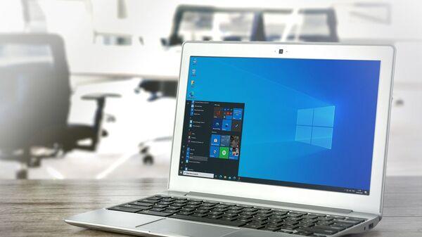 Una computadora con el sistema operativo Windows de Microsoft - Sputnik Mundo