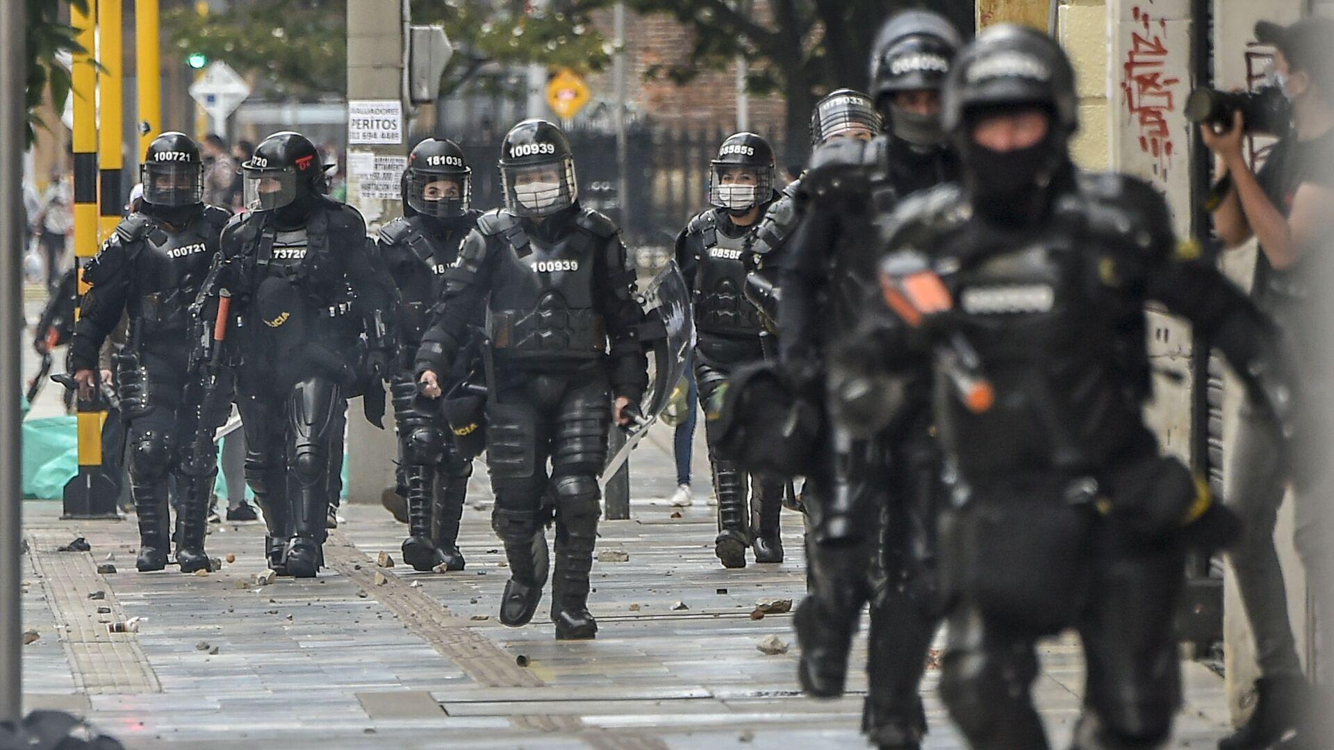 Policía antidisturbios en Bogotá, Colombia - Sputnik Mundo, 1920, 06.08.2021