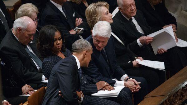 Los expresidentes de EEUU, Barack Obama y Bill Clinton - Sputnik Mundo