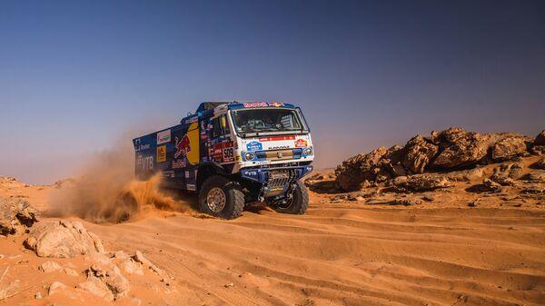 Un camión KAMAZ del equipo ruso KAMAZ-master durante el rally Dakar 2021 - Sputnik Mundo
