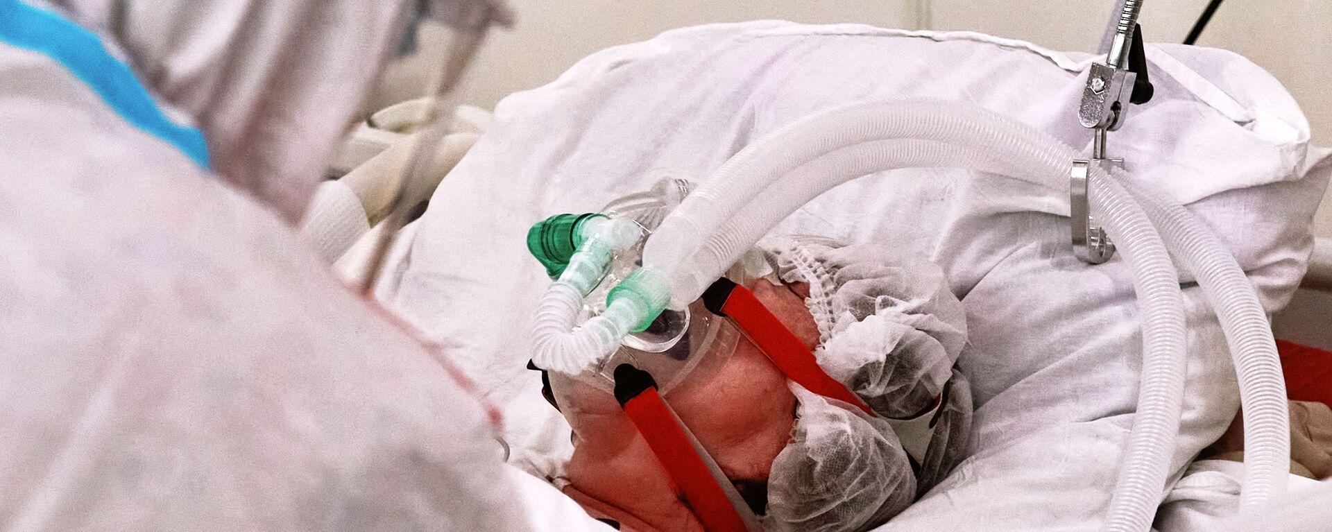 Un equipamiento médico suministra oxígeno para un paciente con el COVID-19 - Sputnik Mundo, 1920, 11.02.2021