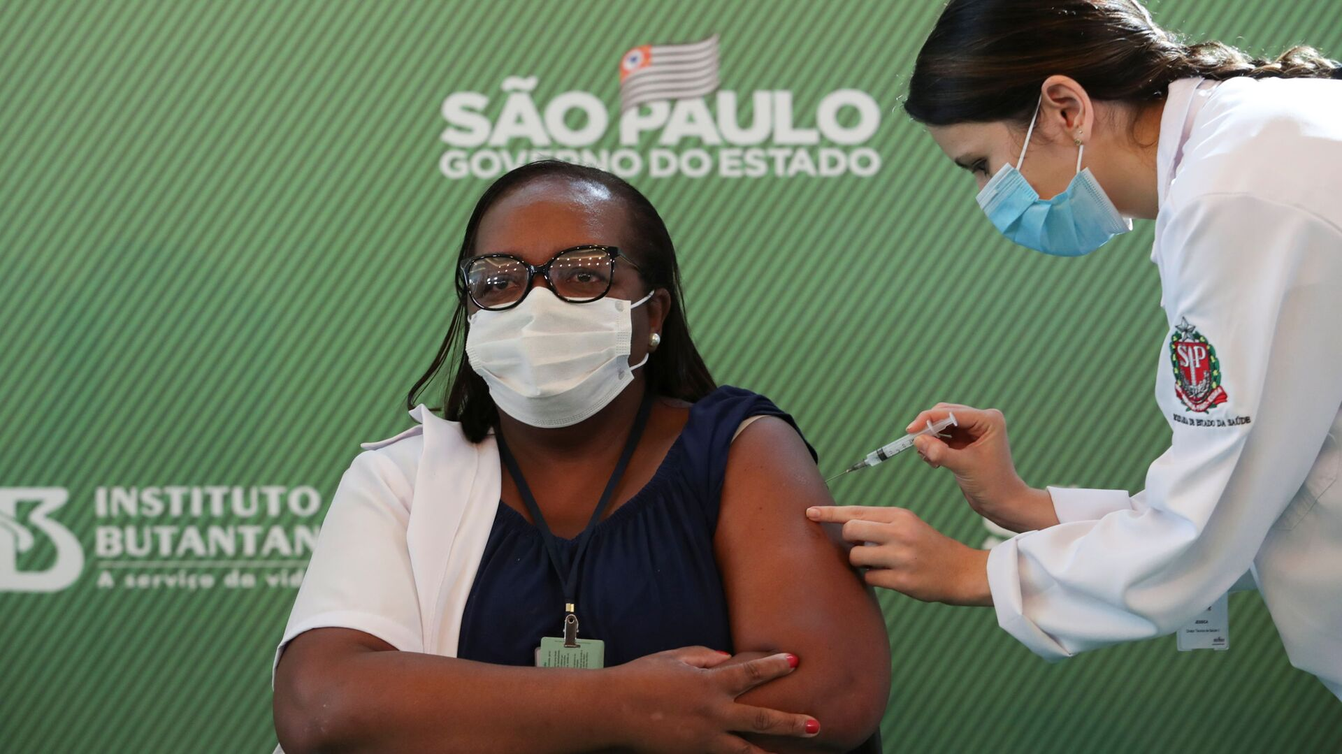 Monica Calazans durante la vacunación - Sputnik Mundo, 1920, 12.02.2021