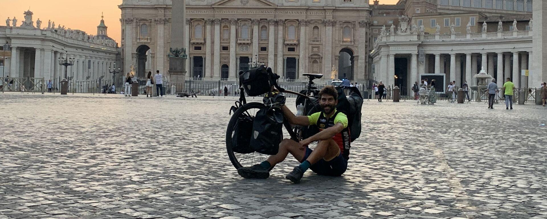 Nil Cabutí, barcelonés de 30 años que recorrió 43 países en bici durante 2020 - Sputnik Mundo, 1920, 24.01.2021