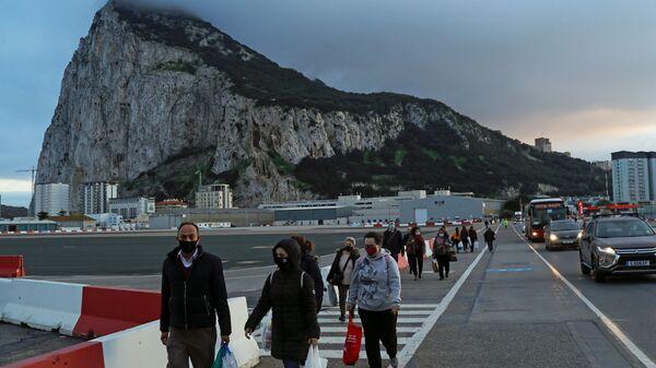 La gente en mascarillas en Gibraltar - Sputnik Mundo