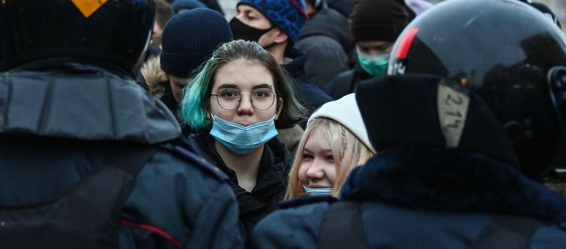 Participantes de las protestas no autorizadas en apoyo a Alexéi Navalni, Moscú, 23 de enero de 2021 - Sputnik Mundo, 1920, 24.01.2021