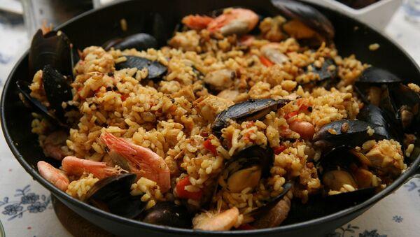Paella, plato típico español (imagen referencial) - Sputnik Mundo