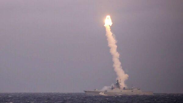 Lanzamiento del misil hipersónico Tsirkon - Sputnik Mundo