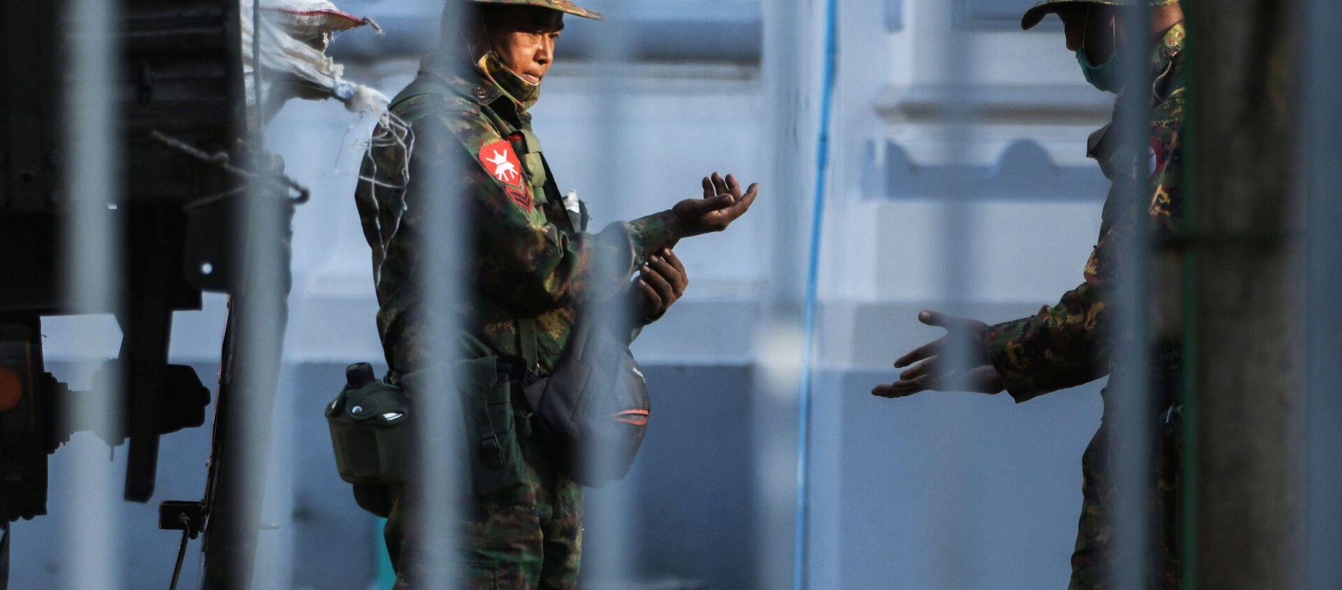 Militares en las calles y detenciones: Birmania se despierta tras el golpe de Estado   - Sputnik Mundo, 1920, 01.02.2021