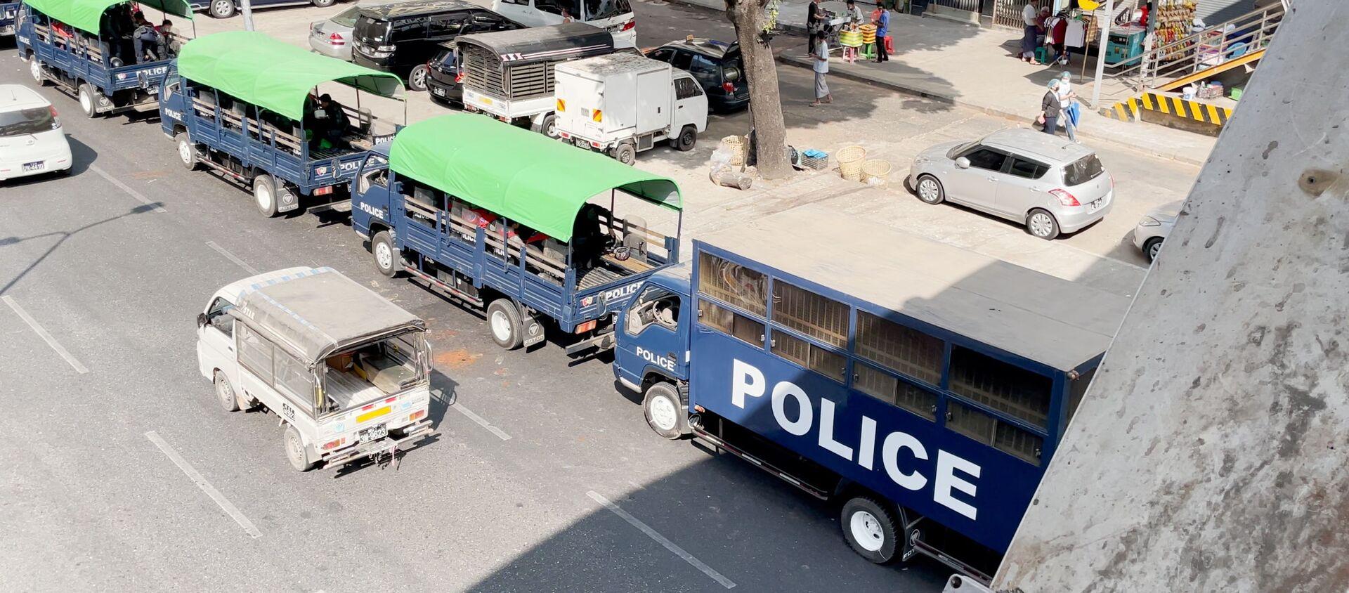Vehículos policiales en Rangun, Birmania - Sputnik Mundo, 1920, 01.02.2021