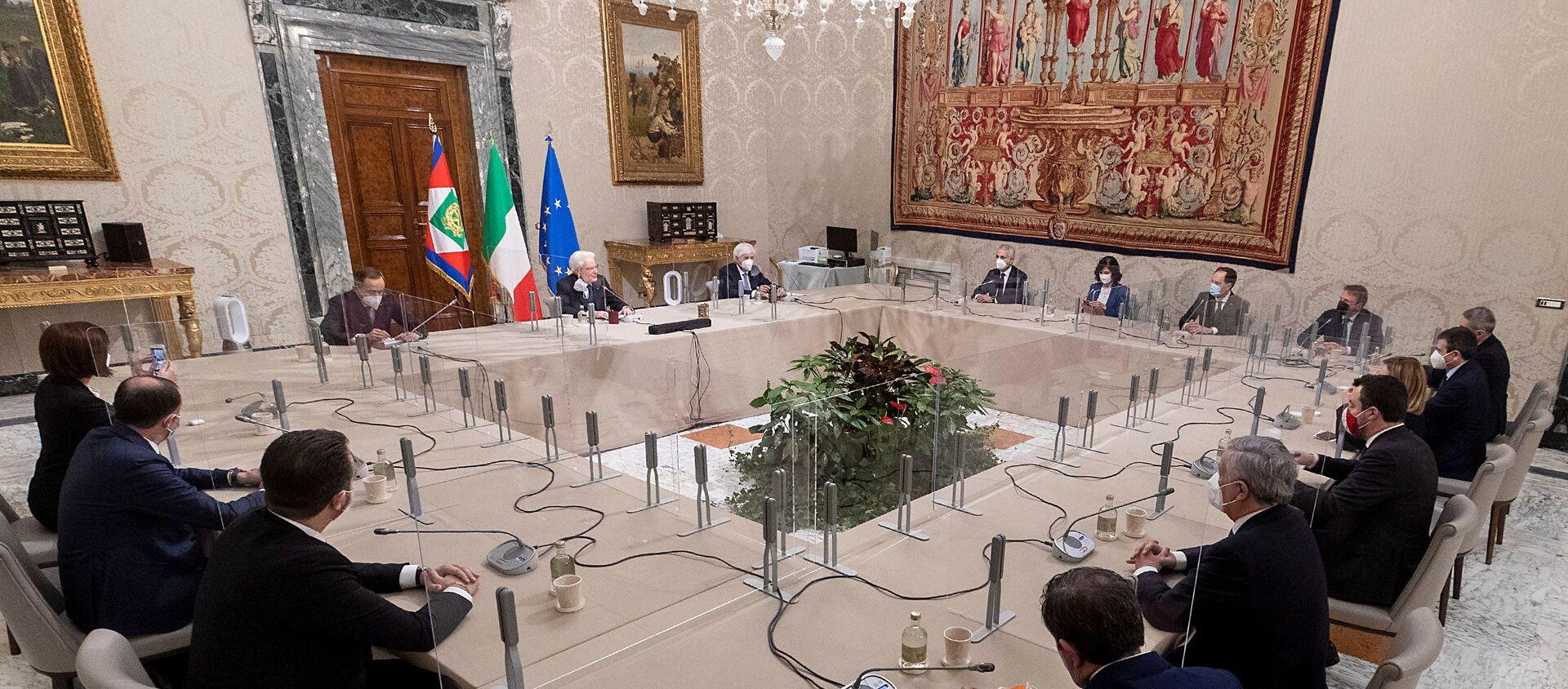 El presidente italiano Sergio Mattarella mantiene conversaciones en el Palacio del Quirinal en Roma, Italia - Sputnik Mundo, 1920, 01.02.2021