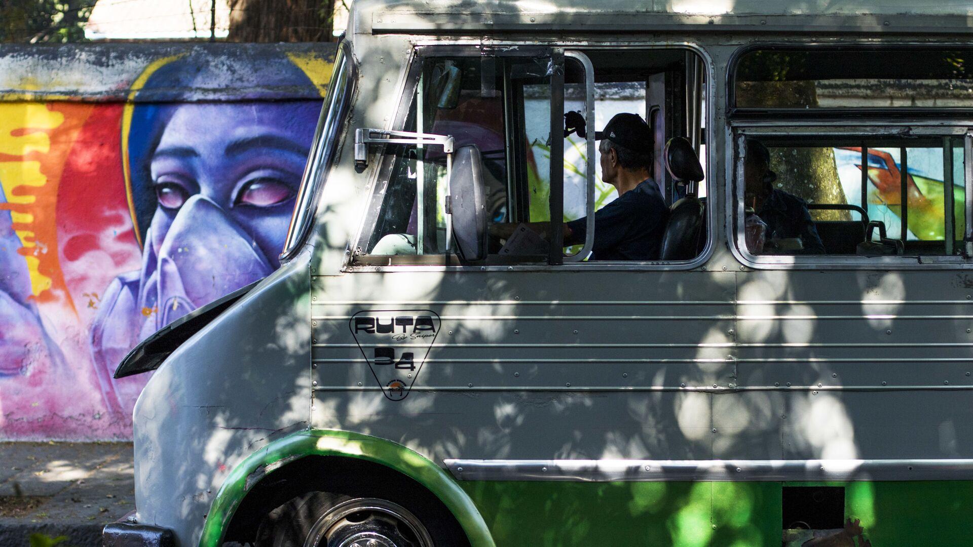 Un autobus en la Ciudad de México (imagen referencial) - Sputnik Mundo, 1920, 23.07.2021