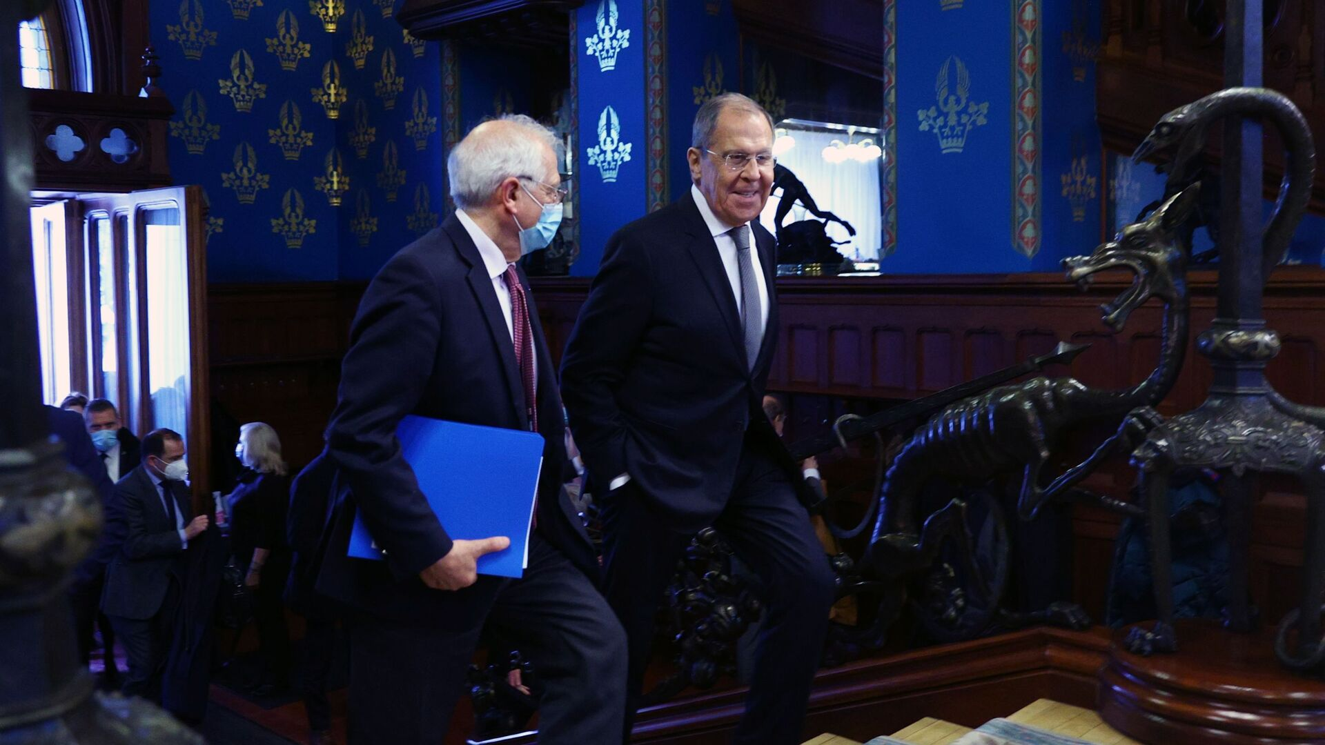 El jefe de la diplomacia europea, Josep Borrell, y el canciller ruso, Serguéi Lavrov - Sputnik Mundo, 1920, 05.02.2021