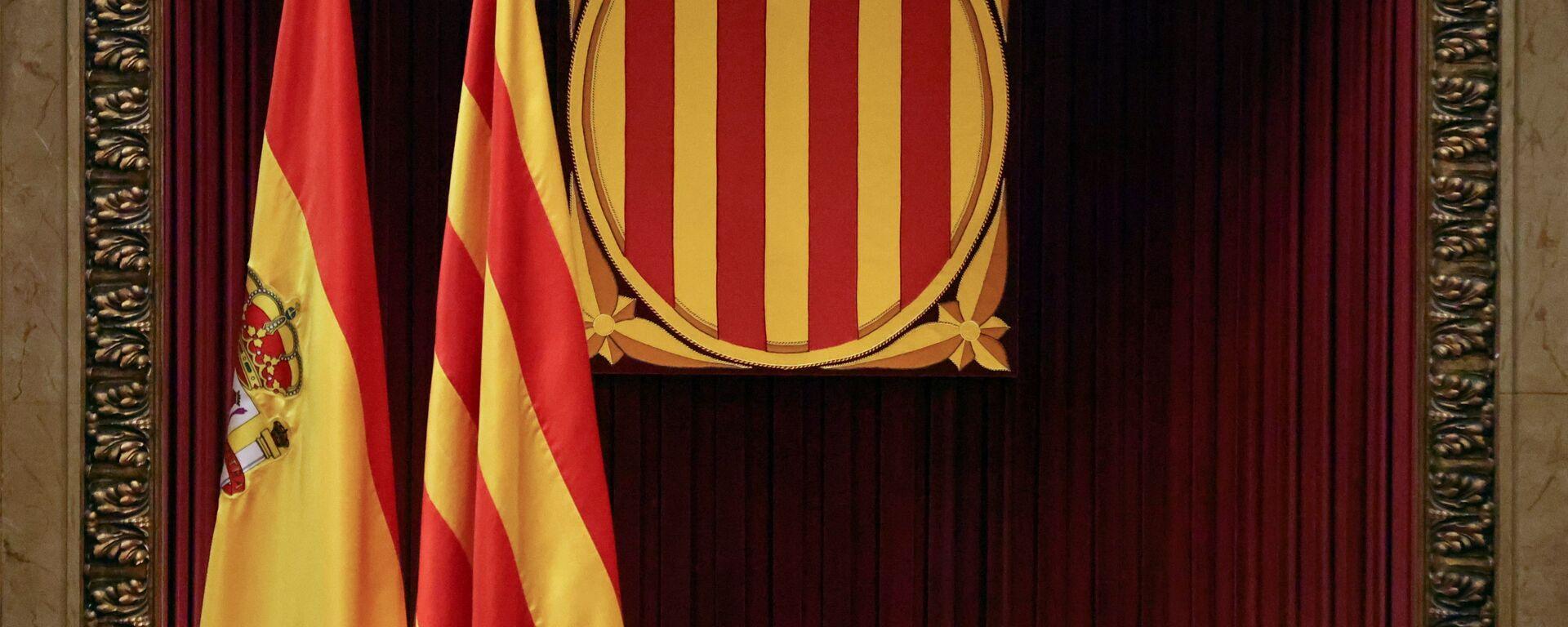 Banderas de España y Cataluña en el Parlamento catalán - Sputnik Mundo, 1920, 05.02.2021