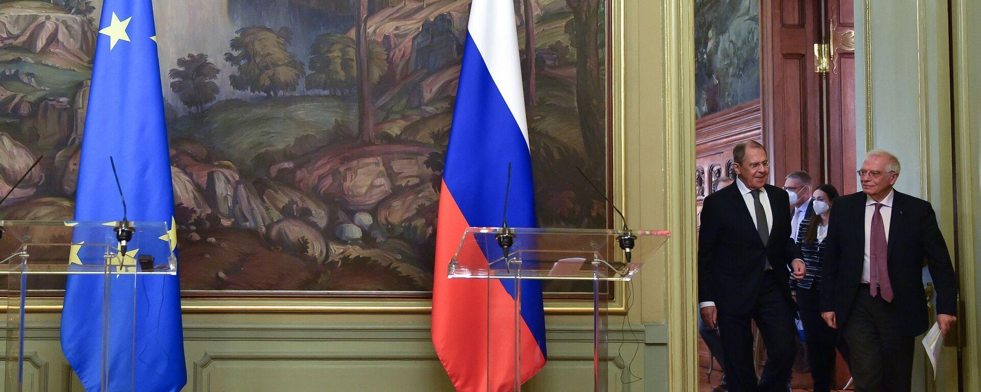 El jefe de la diplomacia europea, Josep Borrell, junto al canciller de Rusia, Serguéi Lavrov - Sputnik Mundo, 1920, 23.03.2021