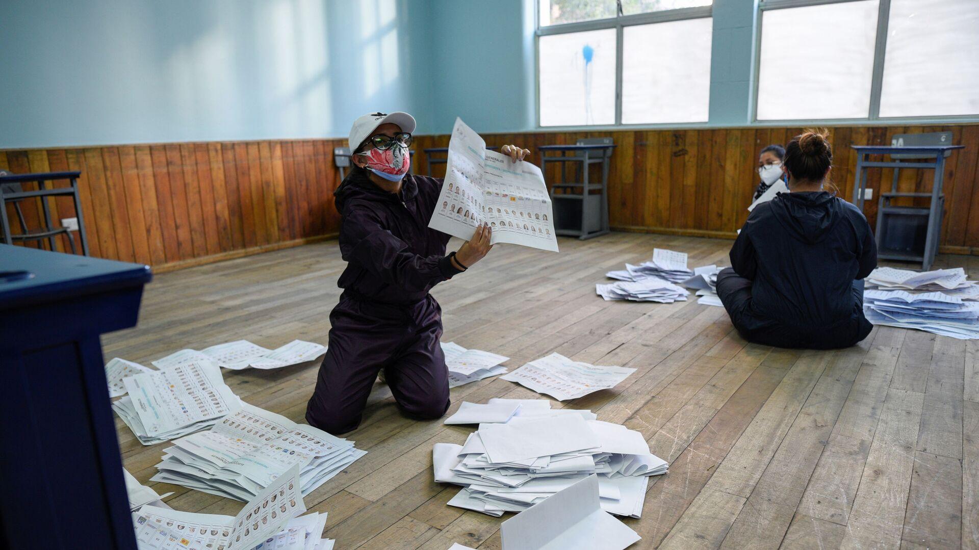 El escrutinio de votos en Ecuador - Sputnik Mundo, 1920, 08.02.2021