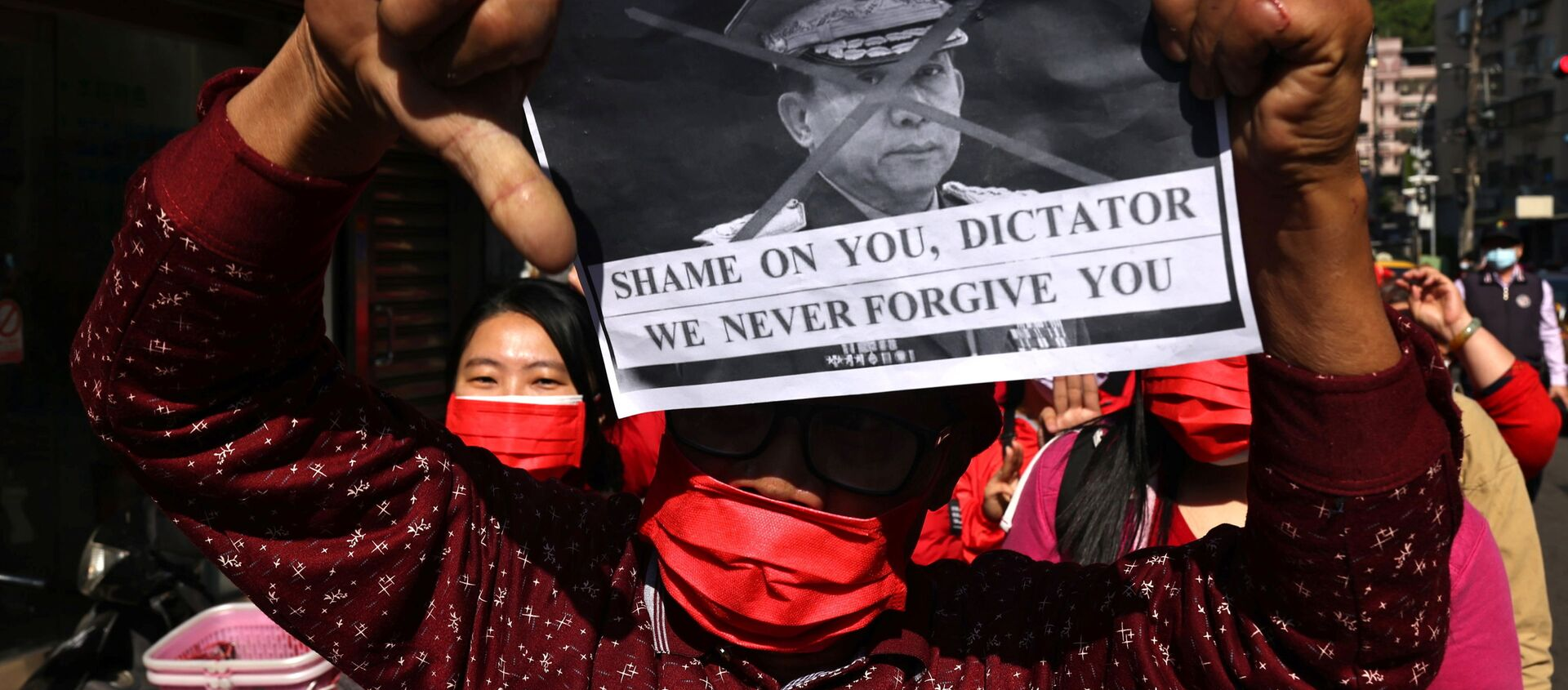 El mundo protesta contra el golpe militar en Birmania - Sputnik Mundo, 1920, 08.02.2021