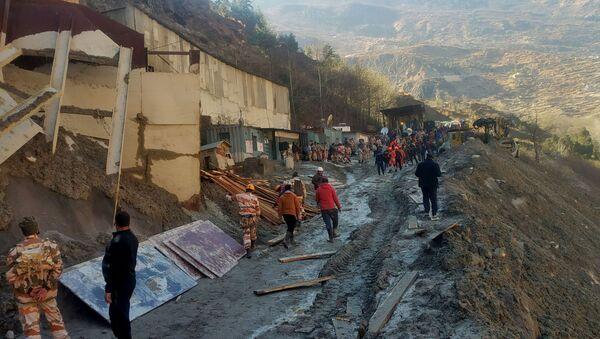 Consecuencias del colapso de glaciar en el estado de Uttarakhand, en el norte de la India - Sputnik Mundo