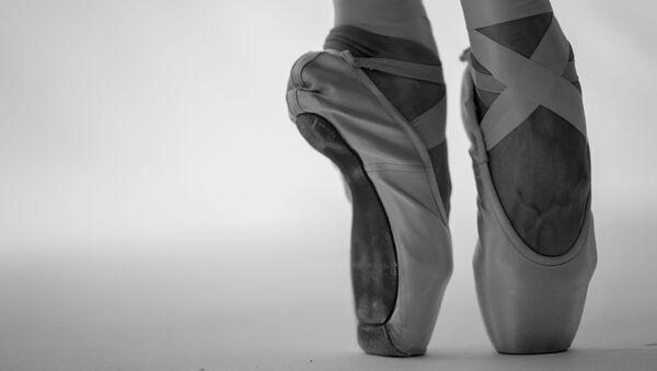Zapatillas de punta (imagen referencial) - Sputnik Mundo