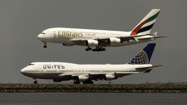 Un Airbus A380 y un Boeing 747 - Sputnik Mundo