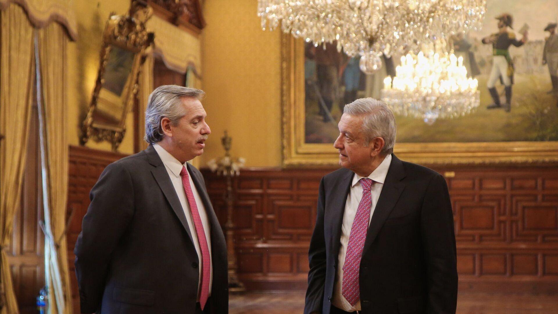 El presidente de Argentina, Alberto Fernández, junto al mandatario de México, Andrés Manuel López Obrador - Sputnik Mundo, 1920, 10.02.2021