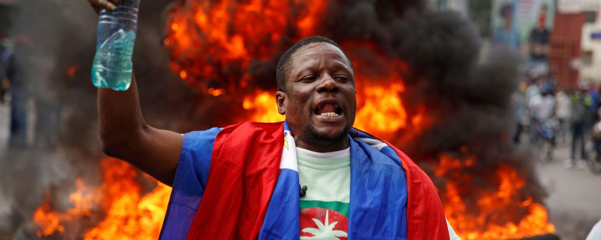 Un participante de protestas en Haití - Sputnik Mundo, 1920, 08.07.2021