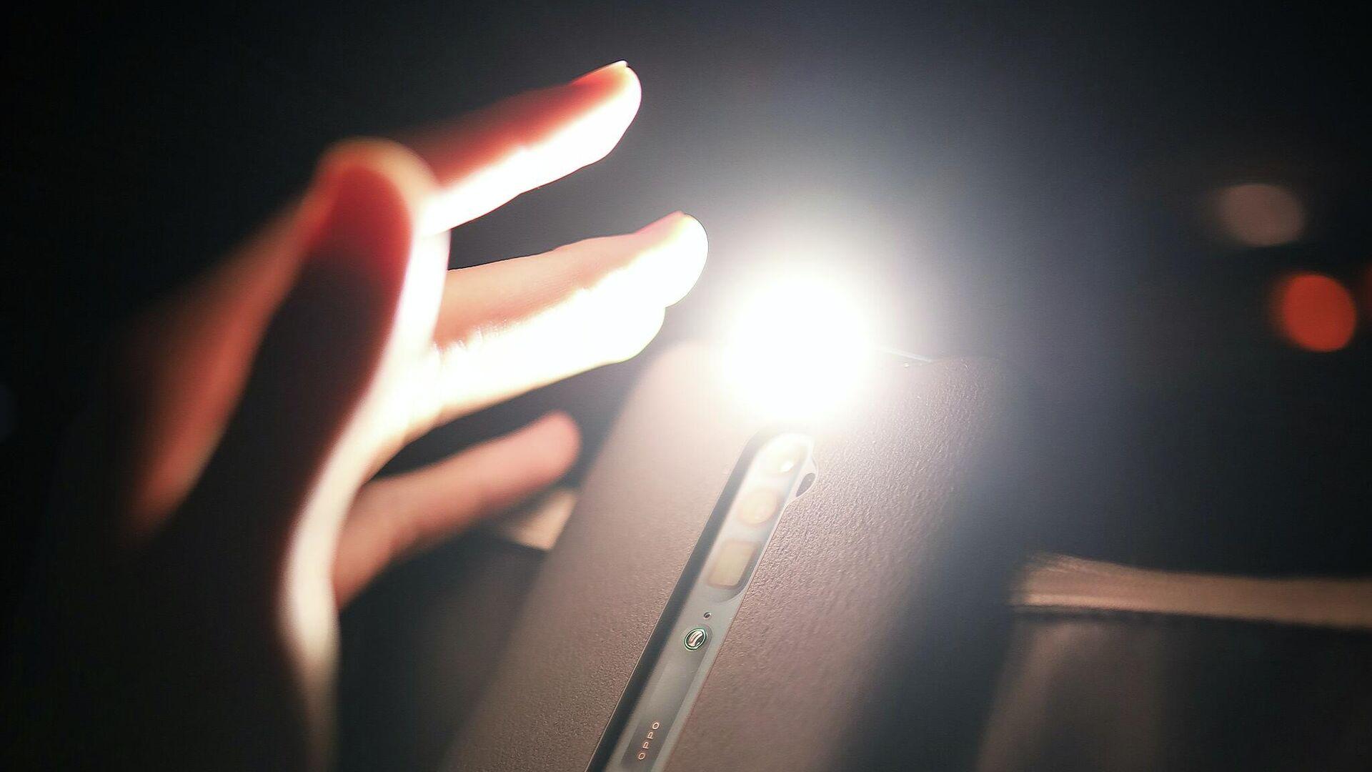 Una linterna en el smartphone - Sputnik Mundo, 1920, 12.02.2021