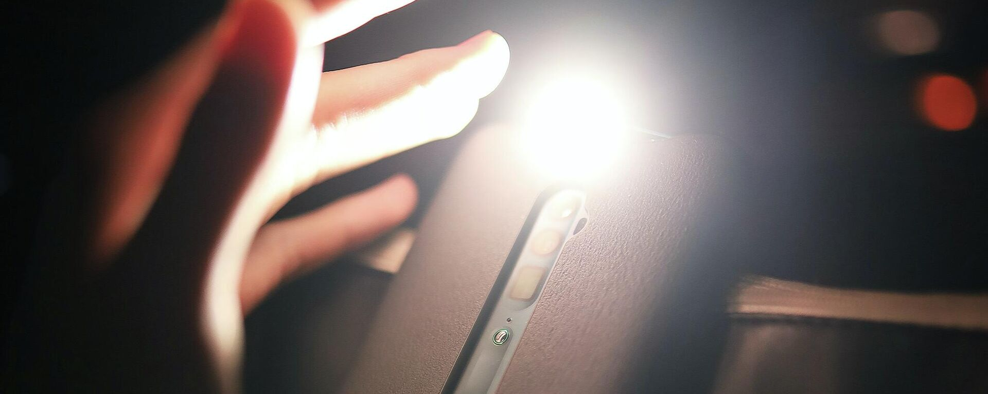 Una linterna en el smartphone - Sputnik Mundo, 1920, 20.09.2021