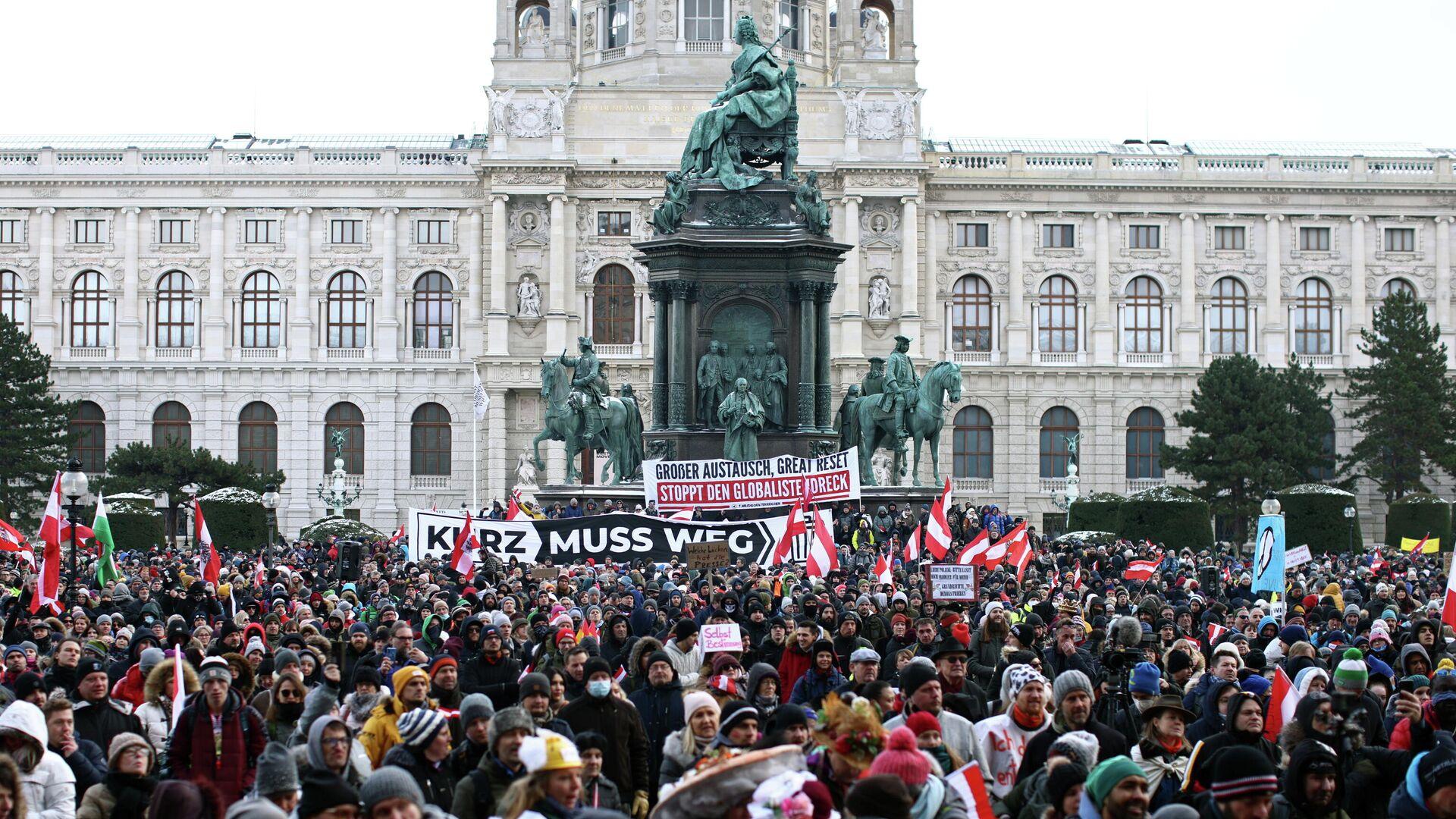 Las protestas contra las medidas por coronavirus en Viena, Austria - Sputnik Mundo, 1920, 13.02.2021