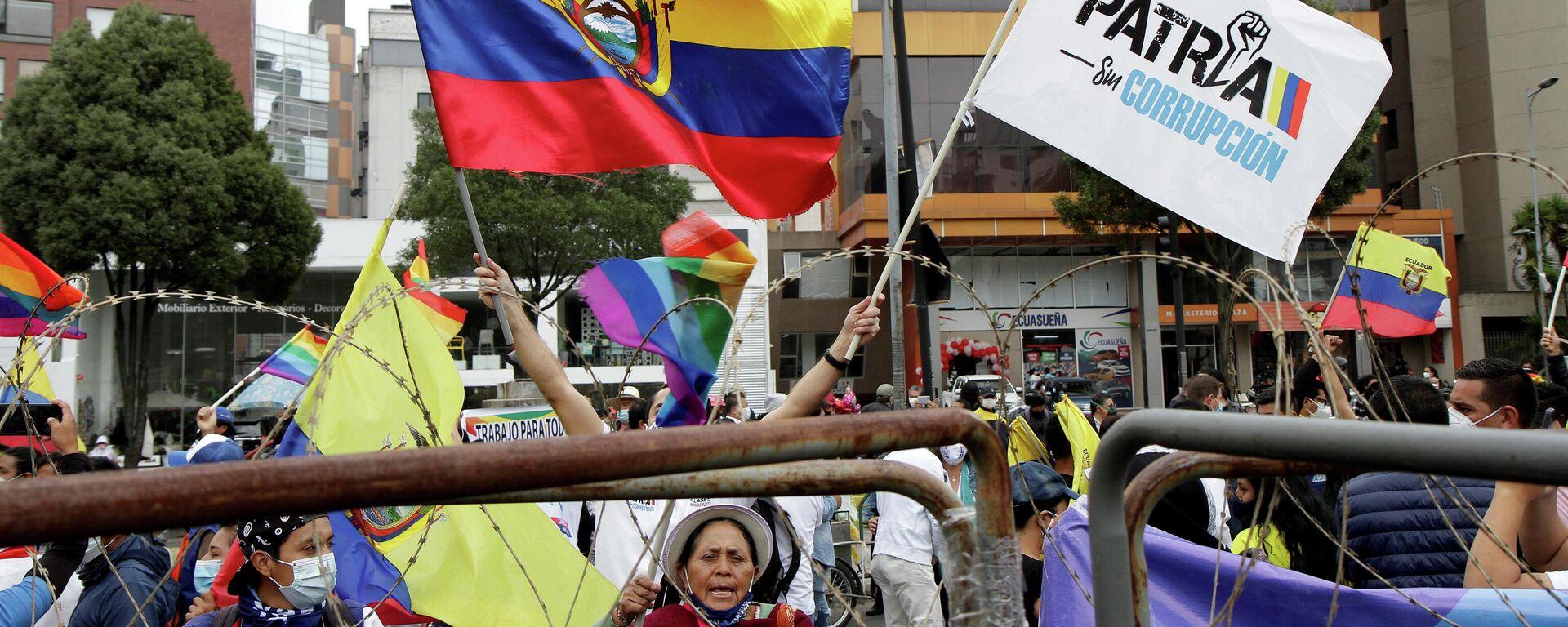 Seguidores de Perez y Lasso frente al Consejo Nacional Electoral del Ecuador - Sputnik Mundo, 1920, 15.02.2021