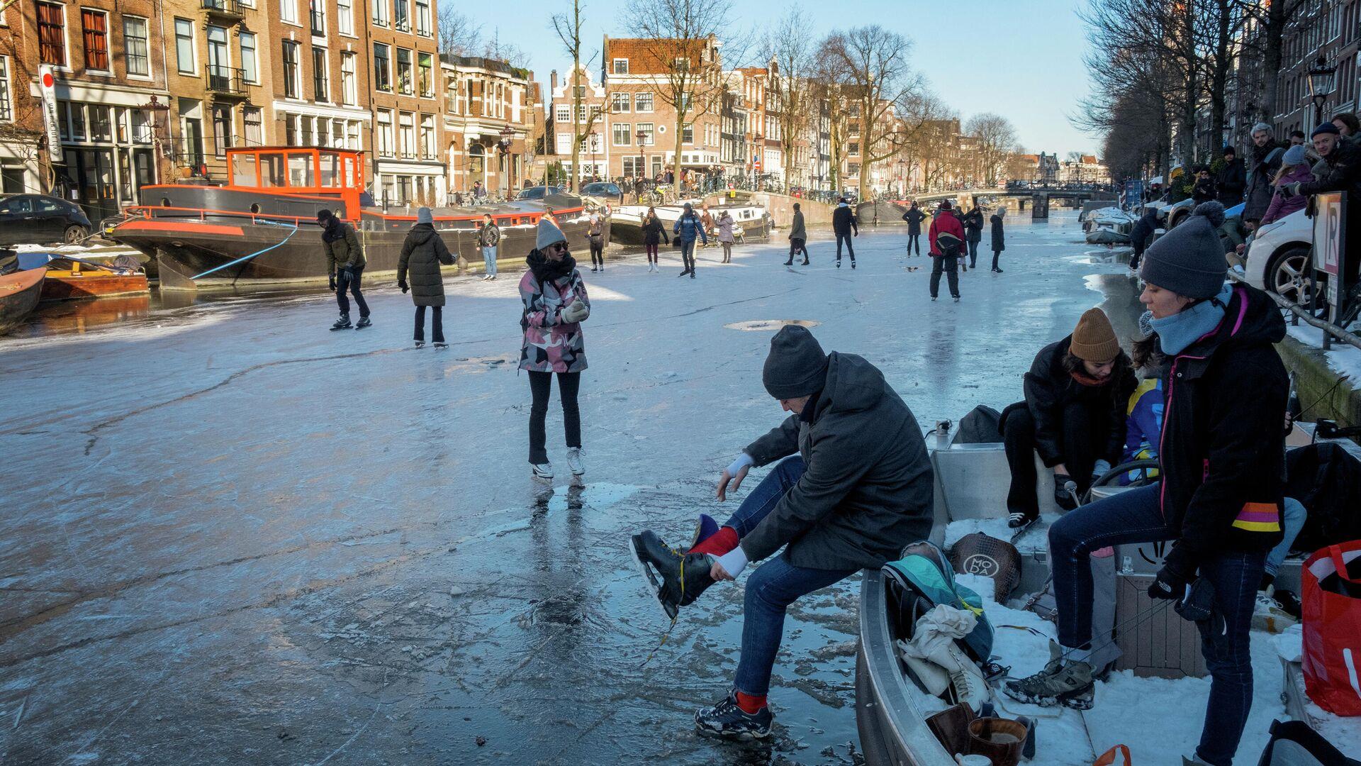 Aficionados al patinaje en Ámsterdam - Sputnik Mundo, 1920, 16.02.2021