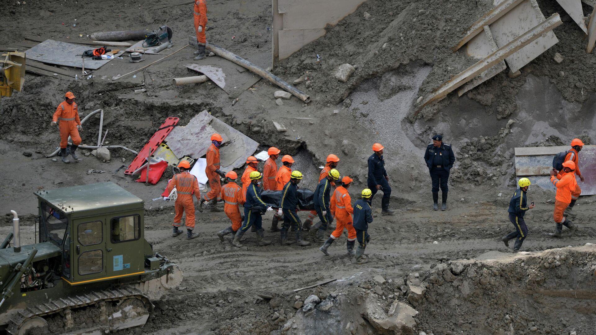 Operaciones de rescate tras el colapso de un glaciar en el estado de Uttarakhand, en el Himalaya indio - Sputnik Mundo, 1920, 17.02.2021