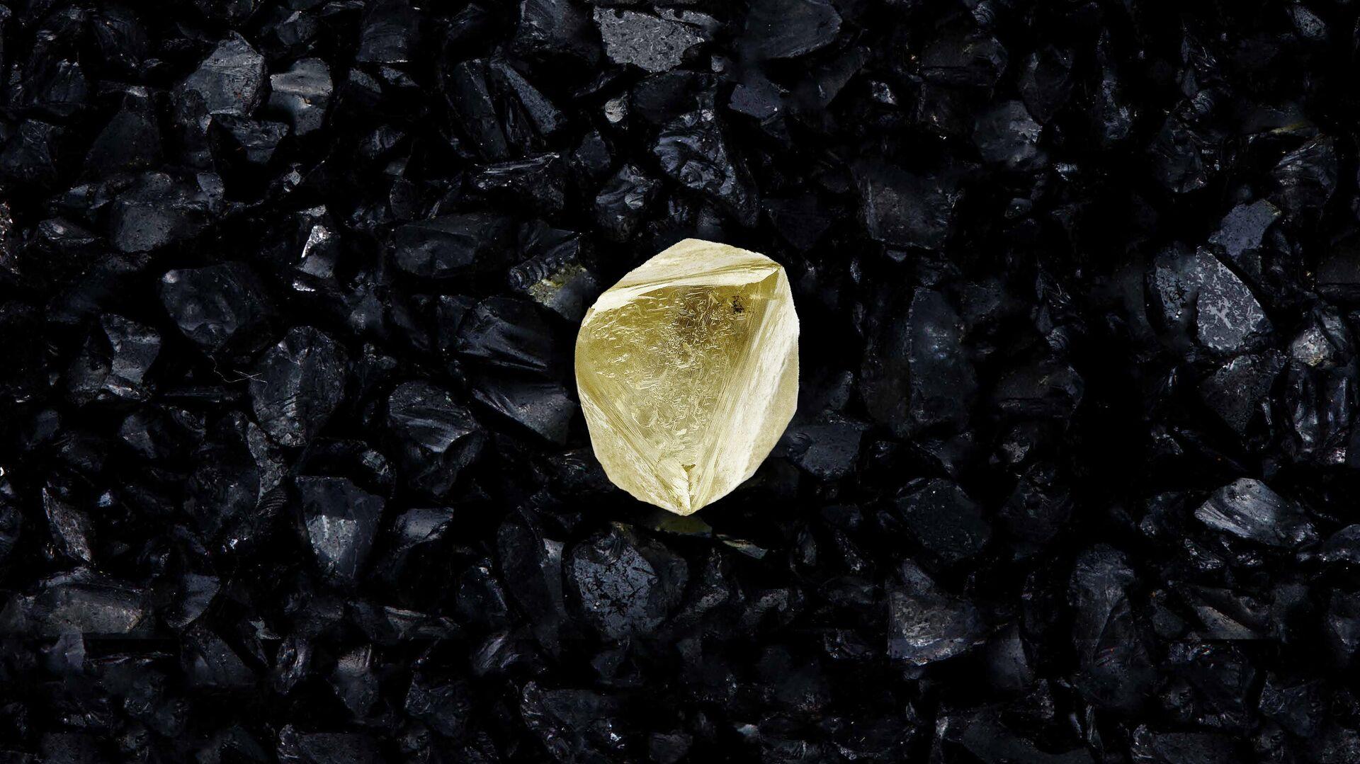 Gran diamante extraído en Yakutia que recibió el nombre en honor de la vacuna Sputnik V - Sputnik Mundo, 1920, 17.02.2021