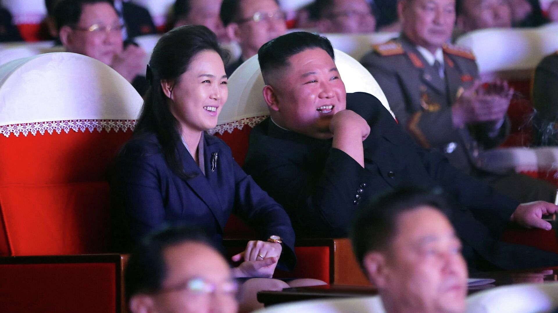 Ri Sol-ju junto a su esposo, Kim Jong-un - Sputnik Mundo, 1920, 17.02.2021