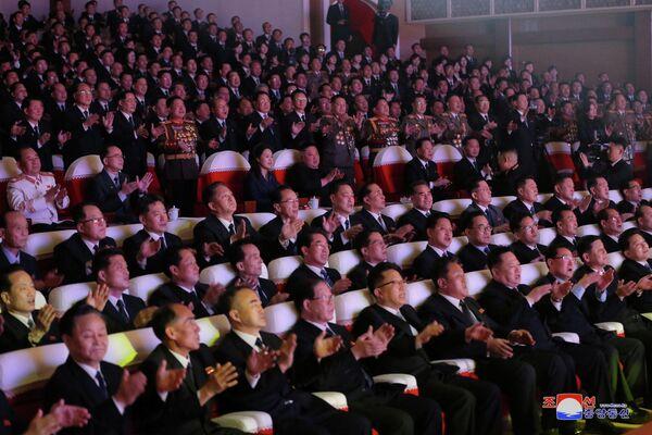Un concierto con motivo del cumpleaños del difunto líder de Corea del Norte Kim Jong Il - Sputnik Mundo